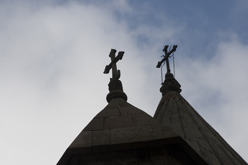 Armenia 9902-two crosses