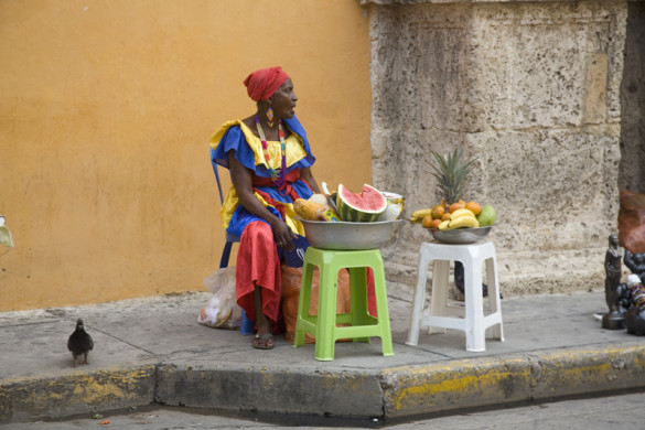 Colombia 8711 Old Town Cartagena -fruit seller